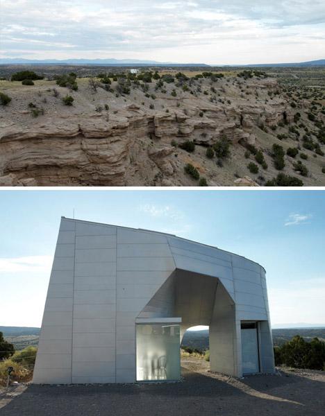 "Casa de metal ""monolítico"" no deserto, Steven Holl"