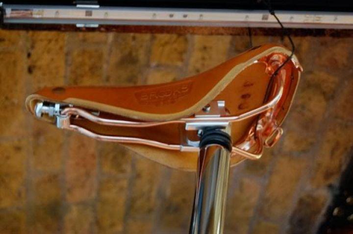 tom-Dixon-Brompton plegable-moto-cobre-3