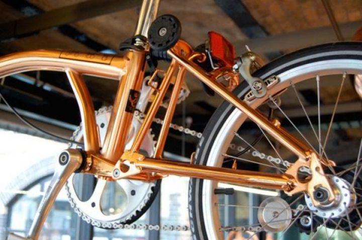 tom-Dixon-Brompton plegable-moto-cobre-4