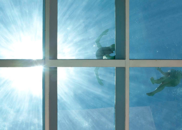 Medusa-House-by-Wiel-arets-Architects-house-piscina-transparente de vidro-roof-Marbella-Espanha-ddarcart-05