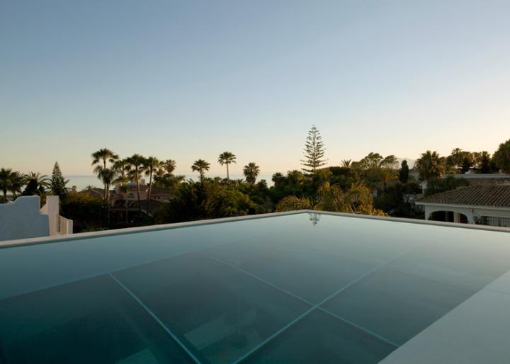Medusa-House-by-Wiel-arets-Architects-house-piscina-transparente de vidro-roof-Marbella-Espanha-ddarcart-07