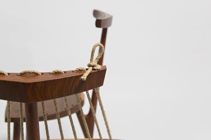 Chair 3 feet Ricardo Graham Ferreira social magazine-04 design