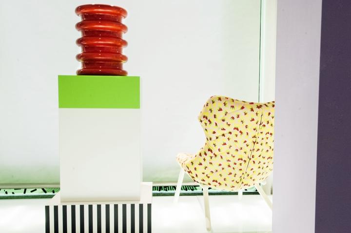 カルテルは、ソットサスソーシャルデザイン雑誌を行く01