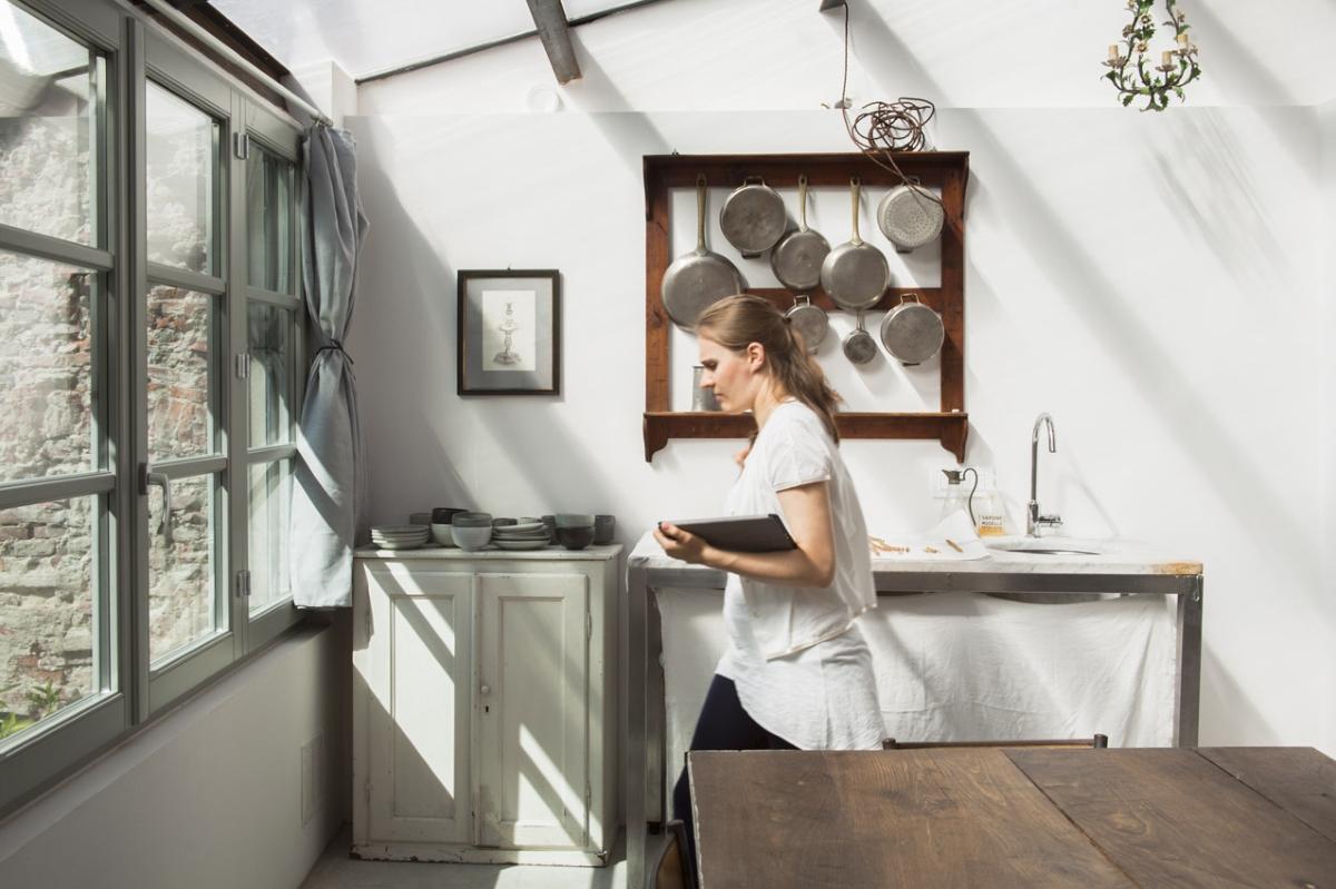 Rada Markovic, lighting design for Massimo Vitali home 14 Kitchenette of working studio (former SACRISTY) ph. Marco Campanini