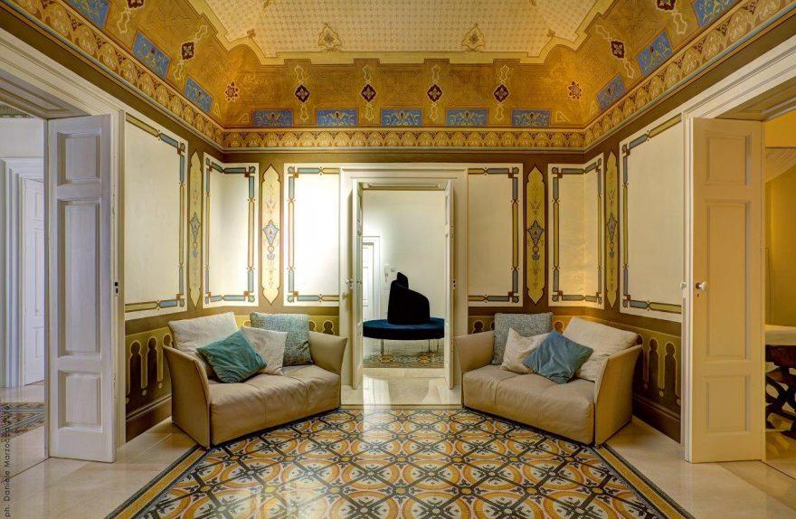 Corato, Πούλια: Το εσωτερικό του σπιτιού ανακαινίστηκε από τον αρχιτέκτονα. Esther tattoli.
