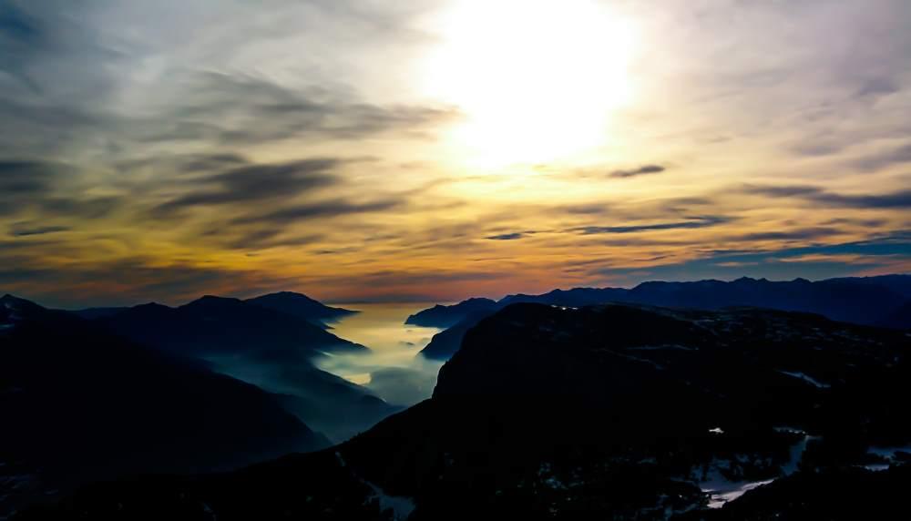 sunset-on-sea-of-fog