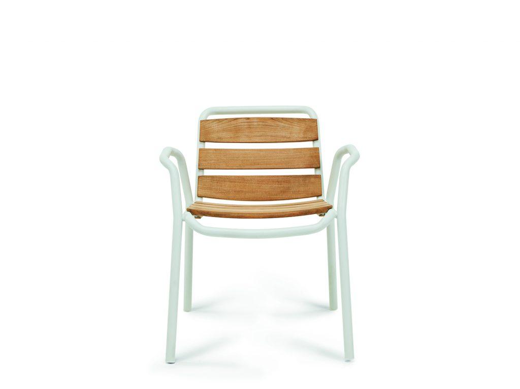 Στιτς καρέκλα με δικτυωτά μπροστά από ξύλο τικ
