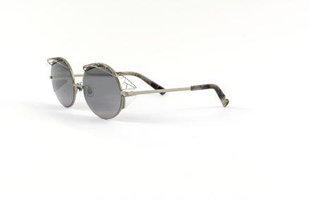 l'est par des lunettes Catuma