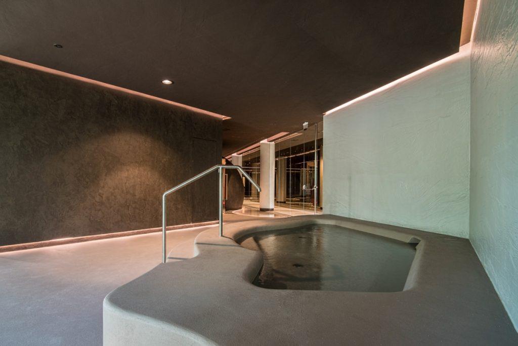 Neró Spa Studio Apostoli, der Kneippweg und das Schwimmbecken