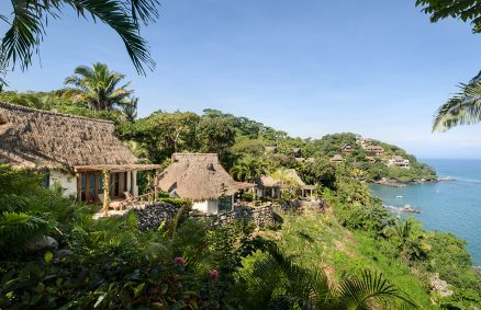 Villa Pelícanos, a tourist complex with the sweet atmosphere of a yoga retreat - Main Office