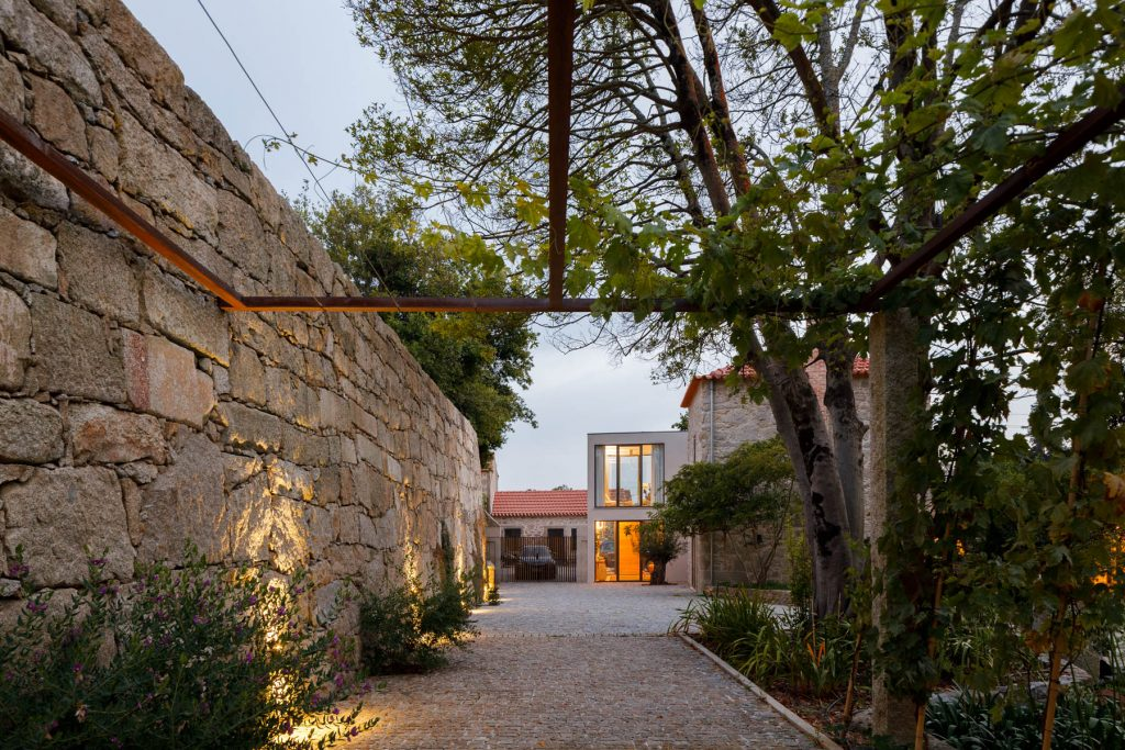 residence and guest house in an 18th century manor, Ren Ito Arq